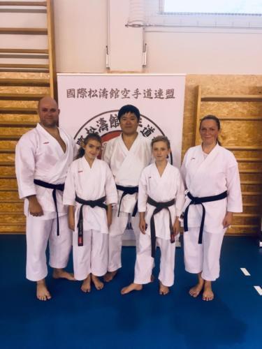 Trenéři Libor, Darina a  jejich děti s Japonským mistrem, sensei Manabu Murakami 8. dan, po semináři.